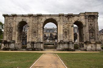 Porte_Mars_Arch,_Reims,_France_01